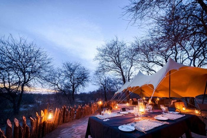 Tuskers-bush-camp-oudoor-dining-700