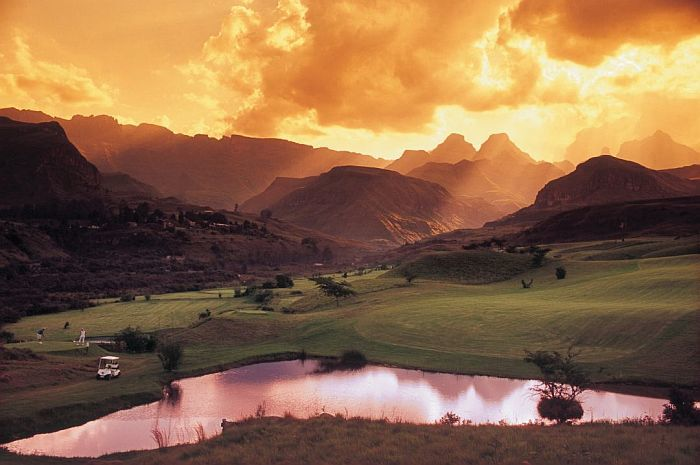 Golf in South Africa - Drakensberg mountains